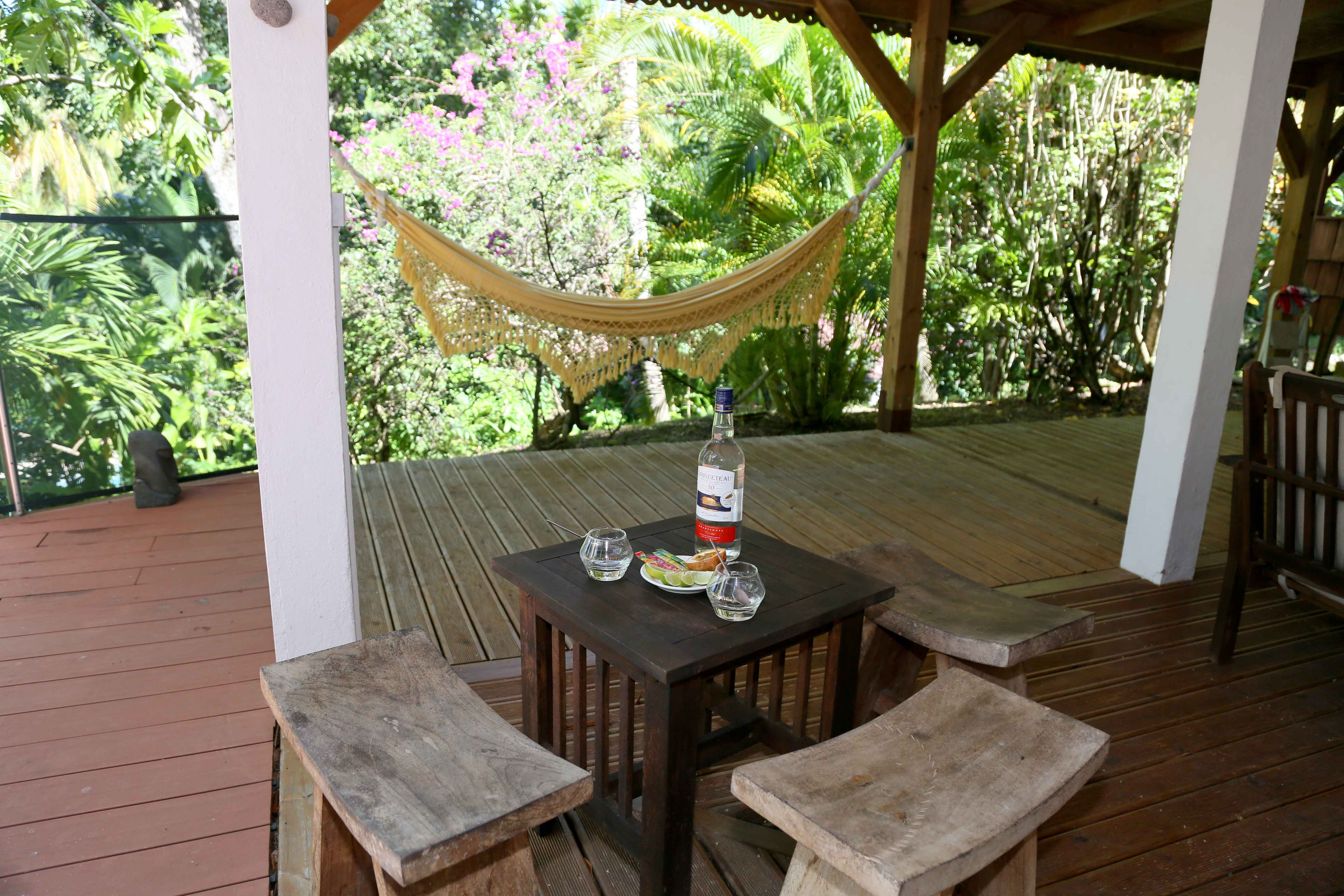 villa Kanouan's outside living room with hammock