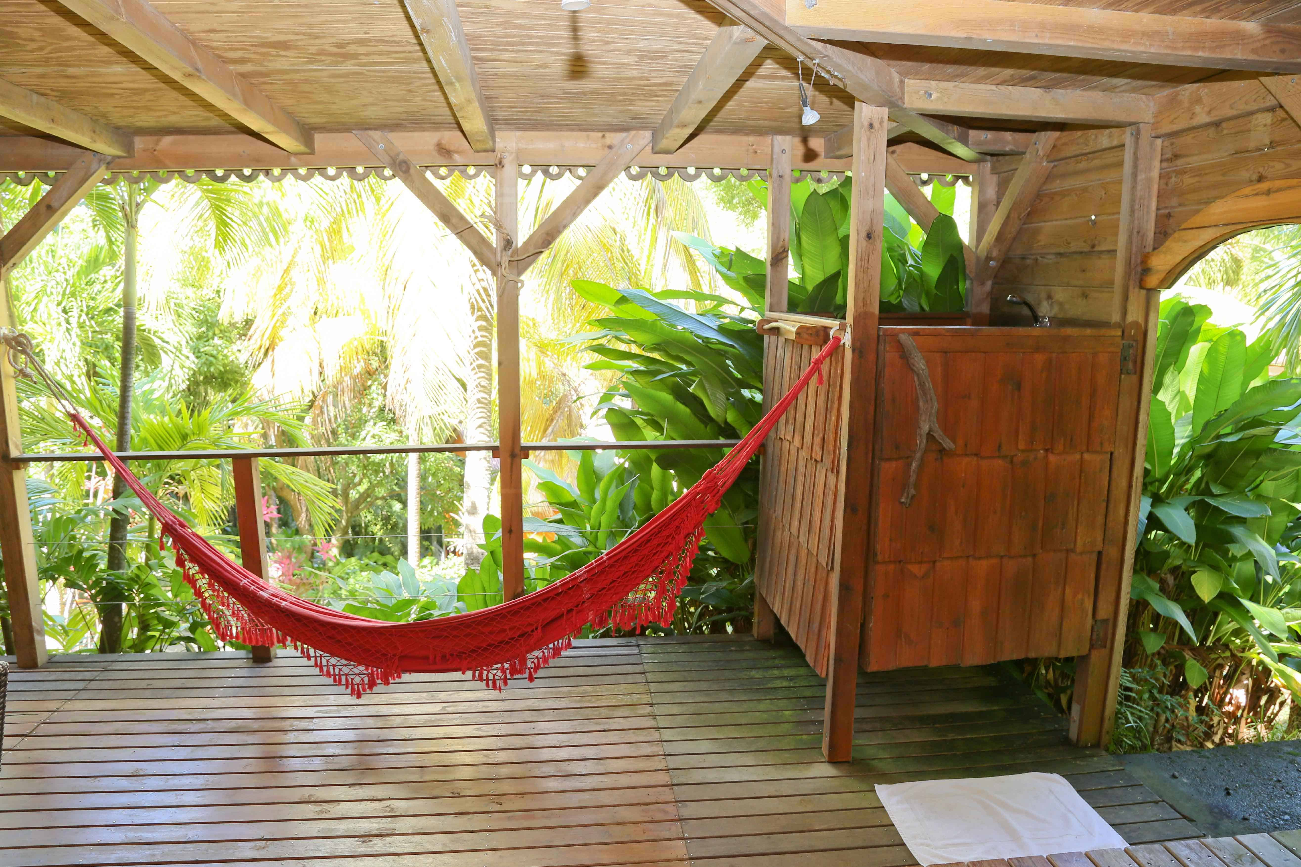 hammock and outside shower of the villa Kariakou
